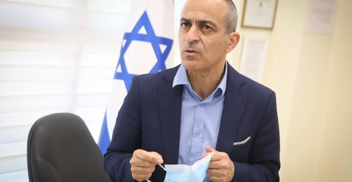 Israel's Coronavirus czar Ronni Gamzu visits at the Coronavirus unit at the Ziv Hospital, Northern Israel. September 27, 2020. Photo by David Cohen/FLASH90 *** Local Caption *** ?????? ???? ???? ?????? ???? ????? ???