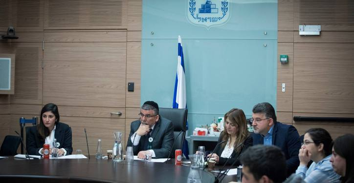 """Bezalel Itzhak Vaknin, chairman of the Ethics Committee leads a Committee meeting as part of the """"Young Knesset"""" events at the Knesset, the Israeli parliament in Jerusalem, on February 14, 2017. Photo by Yonatan Sindel/Flash90 *** Local Caption *** ???? ?????? ???? ????? ???? ???? ??? ????? 68 ?""""? ????"""