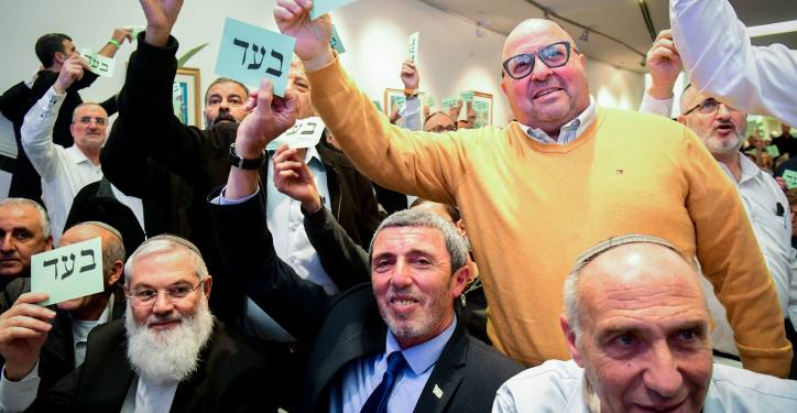 Jewish Home party Chairman Rabbi Rafi Peretz and party members vote during a conference of the Jewish Home party to approve the party's upoming union with Otzma Yehudit Party towards the upoming general eletions, in Ramat Gan, January 13, 2020. Photo by Flash90 *** Local Caption *** ????? ???? ?????? ??? ??? ??? ?? ?????? ??????? ????? ?????? ?????? ?????? ?????