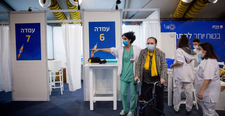 Israelis wait to recieve a Covid-19 vaccine, at a vaccination center operated by the Tel Aviv Municipality with Tel Aviv Sourasky Medical Center (Ichilov), at Rabin Square in Tel Aviv, December 31, 2020. Photo by Miriam ALster/Flash90 *** Local Caption ***  ??? ???? ??????? ?????? ????? ??????? ???? ???? ???????
