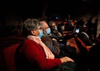 """People arrive to watch the """"Blithe Spirit"""" theatre show at the Khan theatre in Jerusalem on February 23, 2021. The theatres were opened this week for people who have been vaccinated or have recovered from COVID-19. Photo by Yonatan Sindel/Flash90 *** Local Caption *** ????? ?????? ??? ?????? ???? ???? ????? ?????? ?????? ?????"""