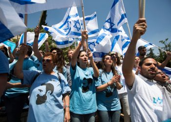 Israeli student right wing activists of the Im Tirzu movement demonstrate next to Arab Israeli and Israeli left wing activist students, not pictured, during a rally marking the upcoming Nakba anniversary at the Hebrew University in Jerusalem on May 14, 2014. Palestinians mark the Nakba on May 15, commemorating the expulsion and fleeing of Palestinians from their lands as a result of the 1948 war that led to the creation of the Jewish state. Photo by Yonatan Sindel/Flash90 *** Local Caption *** ???????? ???? ????? ?????? ???? ????? ??? ?????? ? ???? ?? ???? ????? ???? 48  ????? ??????? ??? ????? ?? ????  ? ?????????? ? ????? ? ??????? ???? ????