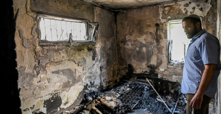 Israelis visit at a  home that was damaged by fire during clashes between jewish and Arab residents of Lod, in the central Israeli city of Lod, May 23, 2021. Photo by Flash90 *** Local Caption *** ?????? ??? ?????? ????? ????? ????? ????? ???