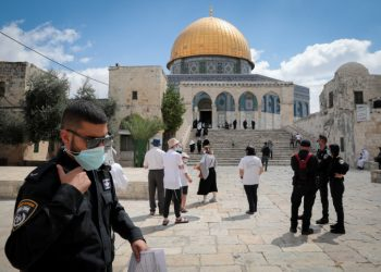 Israeli security forces escort a group of religious Jews as they visit the Temple Mount, also known as Haram al Sharif, in Jerusalem's Old City, August 12, 2020. Photo by Yossi Zamir/Flash90 *** Local Caption *** ?? ???? ?? ???? ???? ???? ?????? ????? ?????? ????? ?????? ?????? ????? ??? ?????